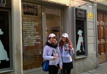 distribuzione di volantini in centro a Torino