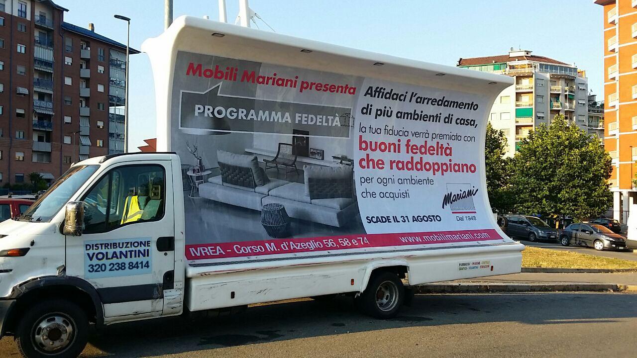 Camion vela a Ivrea per Mobili Mariani