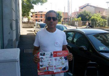 Volantinaggio a Bergamo per Max Casa