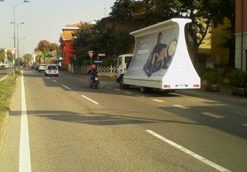 Camion vela a Piacenza per inaugurazione Primadonna