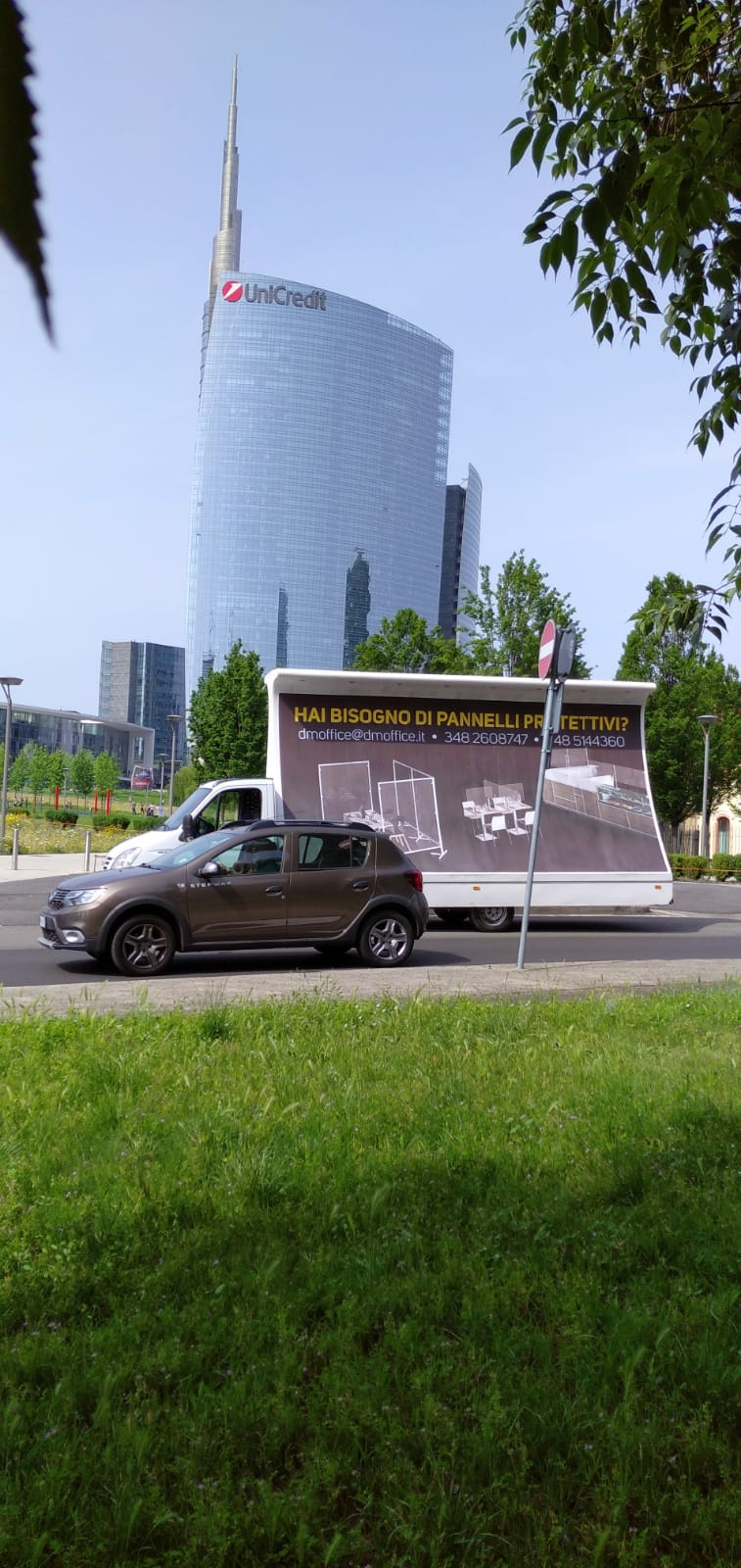 camion vela a Milano